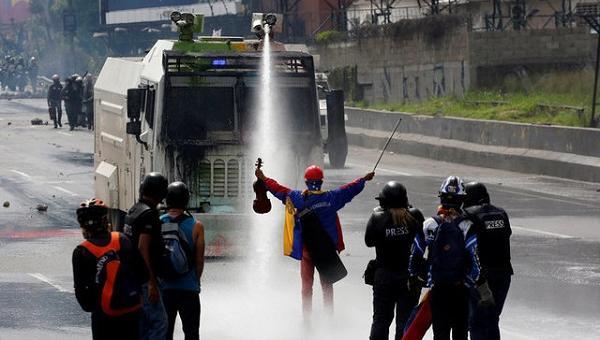 GNB reprimió marcha con bombas lacrimógenas que pretendía llegar hacia la Defensoría del Pueblo