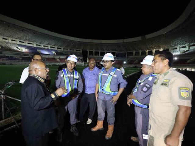 Lukas Enembe Akui Penyelesaian Stadion Papua Bangkit Berpotensi Molor
