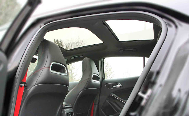 Mercedes AMG GLA 45 4MATIC 2017 trang bị cửa sổ trời siêu rộng Panoramic