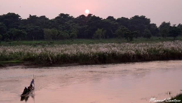 Sauraha, tramonto sul fiume Rapti