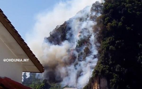 Bukit Batu Caves Terbakar