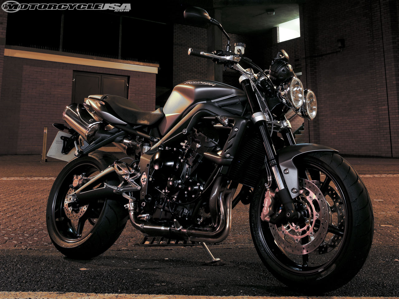 auto review triumph street triple r. Black Bedroom Furniture Sets. Home Design Ideas