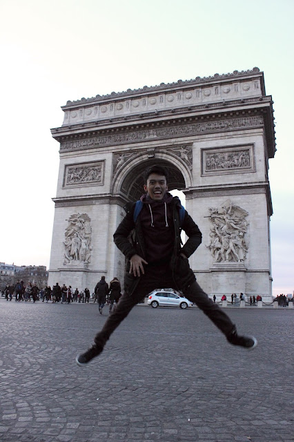 Jalan-Jalan di Paris - Jump in Front of Arc de Triomphe