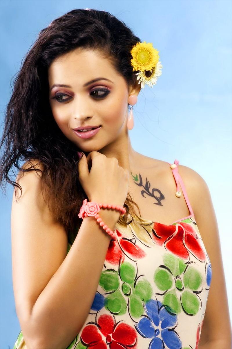Bhavana sexy photos, heavy metal girl tits