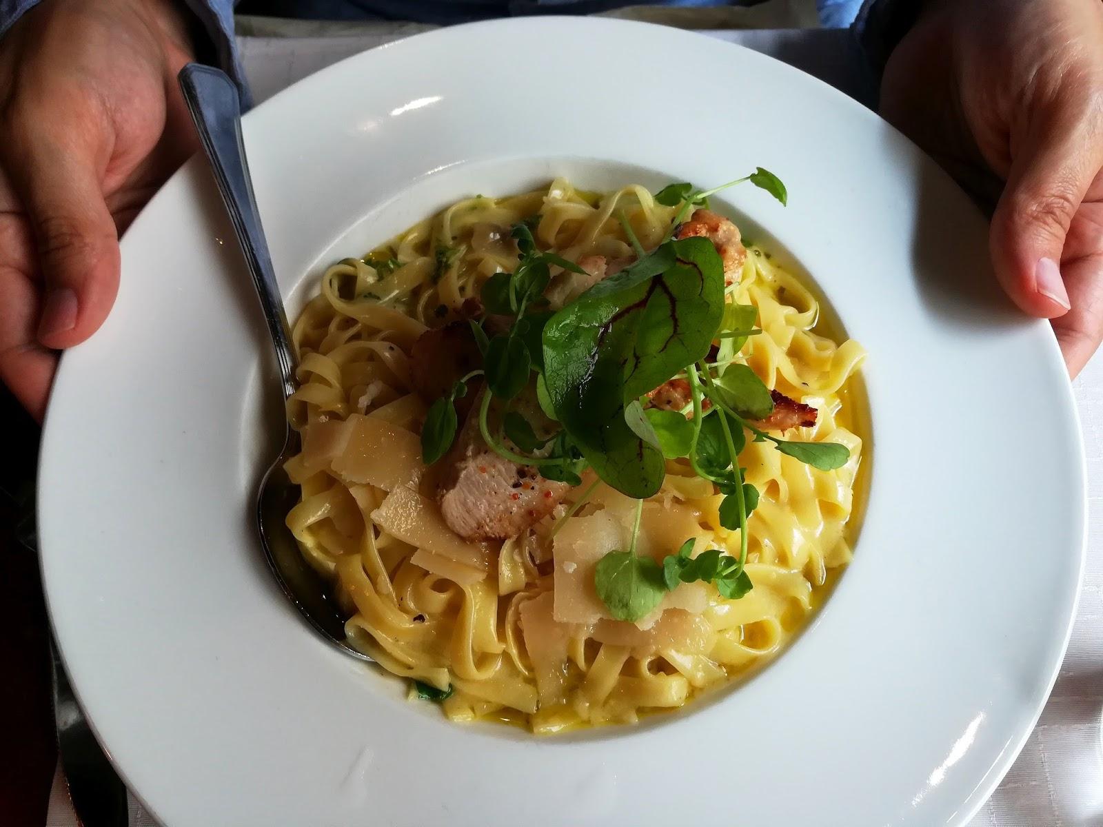 2h+k kaksio tampere ravintola arvostelu mallaspulla maistelee ruokablogi sitruunainen kanapasta