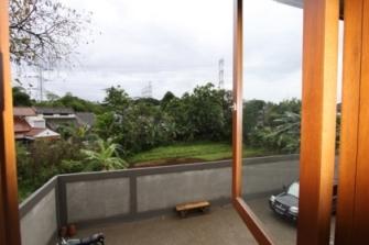 [Image: 291d+View+keluar+dari+jendela+kamar+tidur+utama.JPG]