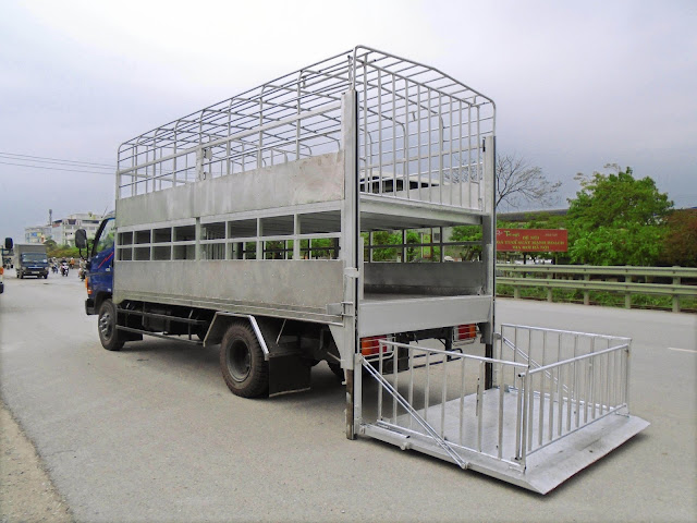 Giá xe HD120s thùng chở lợn