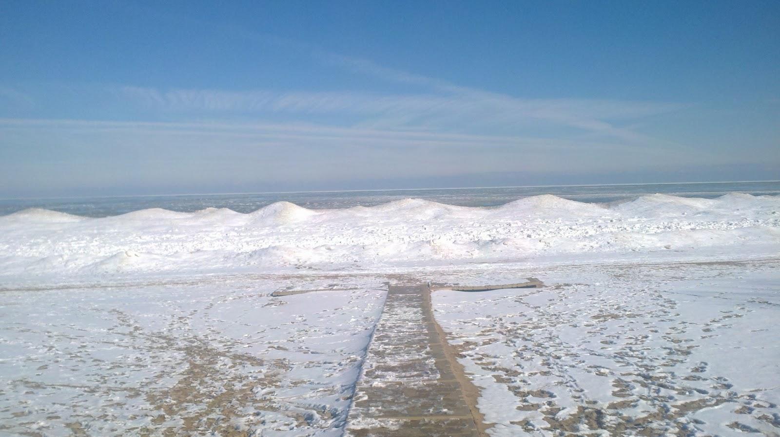 Evanston Newbie: Evanston and its Sexy Frozen Beaches