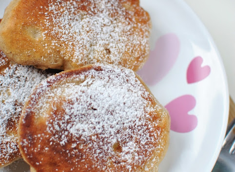 Śniadaniowo mi #5: Cynamonowe racuchy z jabłkami