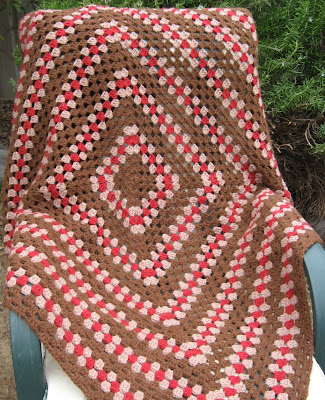 Granny square quillo = blanket + pillow in coffee, latte and red.