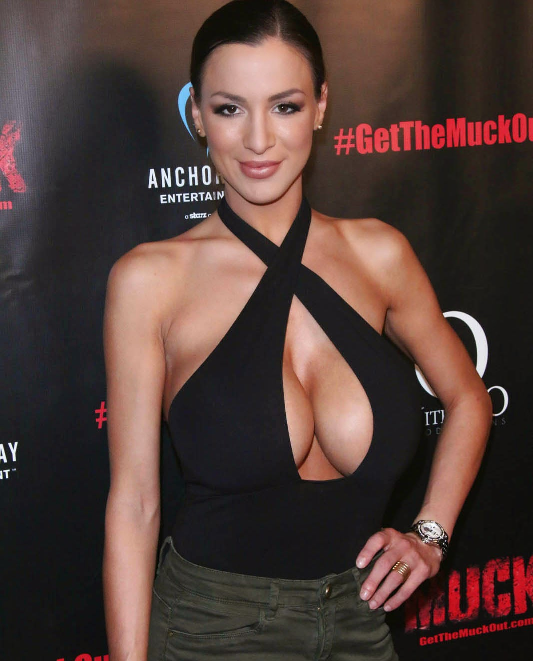 Jordan Carver And Her Eighth Wonders Of The World