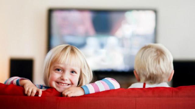 Ilustrasi Menonton TV