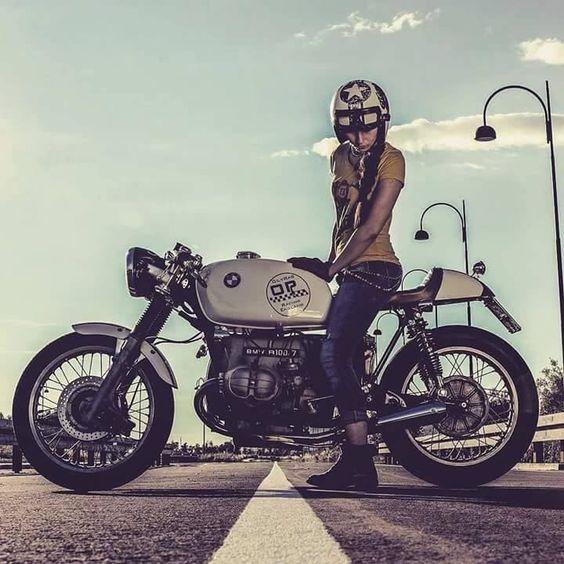 Moto Cafe Racer Femme