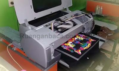 Menggunakan Mesin Direct to Garmen (DTG)