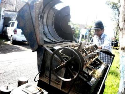 analisa potensi bisnis jasa memanen padi di sawah
