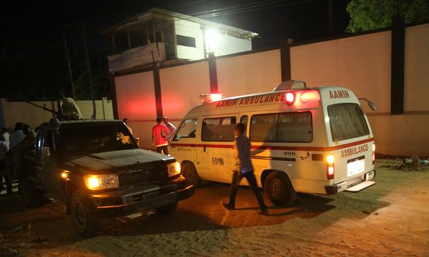 Somalia restaurant siege: 17 dead as gunmen take hostages in Mogadishu