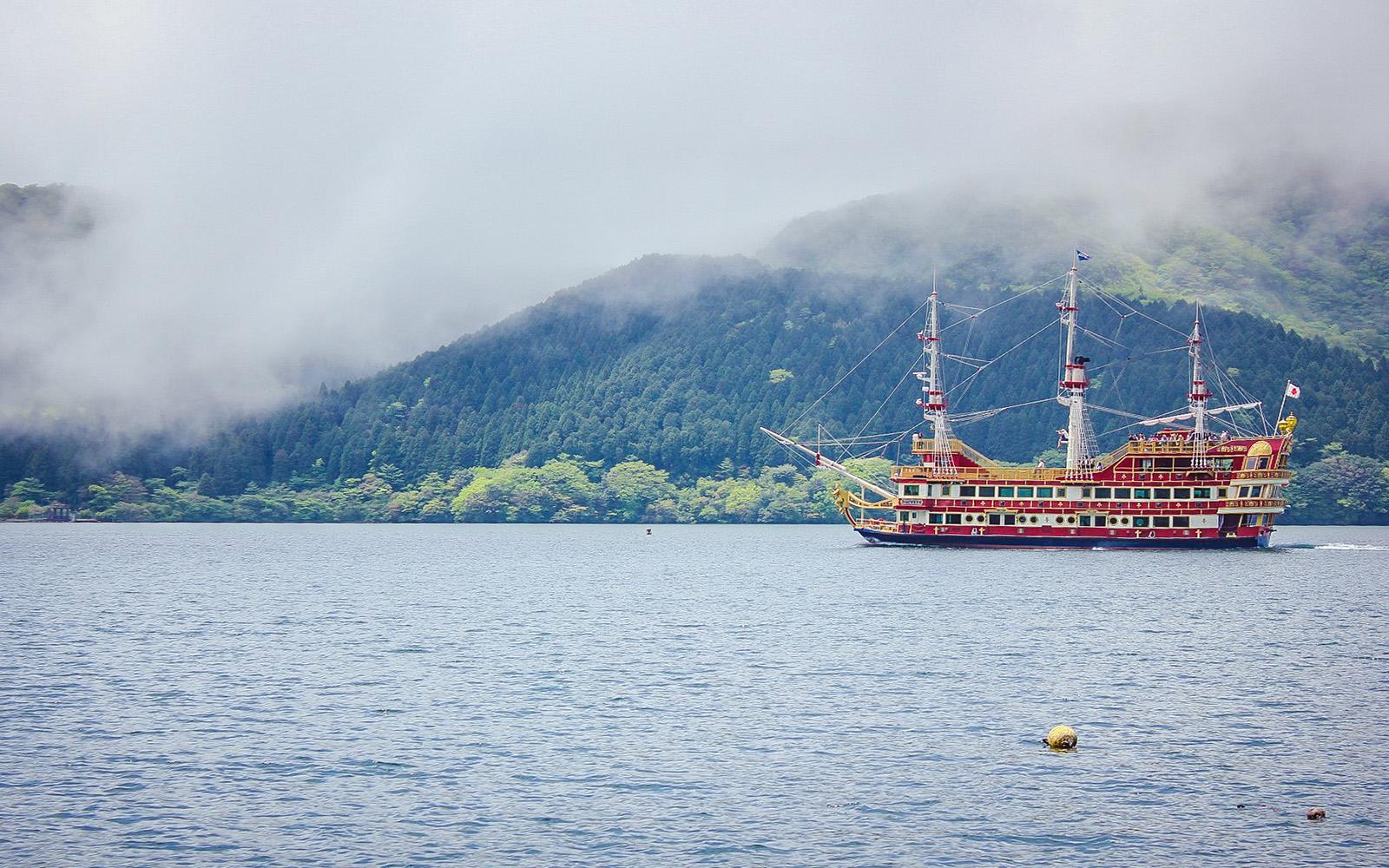 cruise at kawaguchiko lake