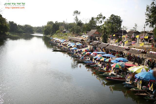 Pengalaman bercuti Road Trip Ke floating market Hat Yai, Thailand Dengan Kereta
