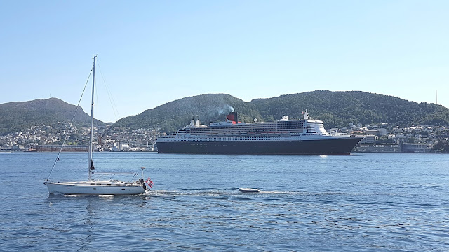 6 cruise ships in Bergen; Queen Mary 2, Mein Schiff 1, Hamburg, Norwegian Jade, Silver Whisper & Crystal Symphony