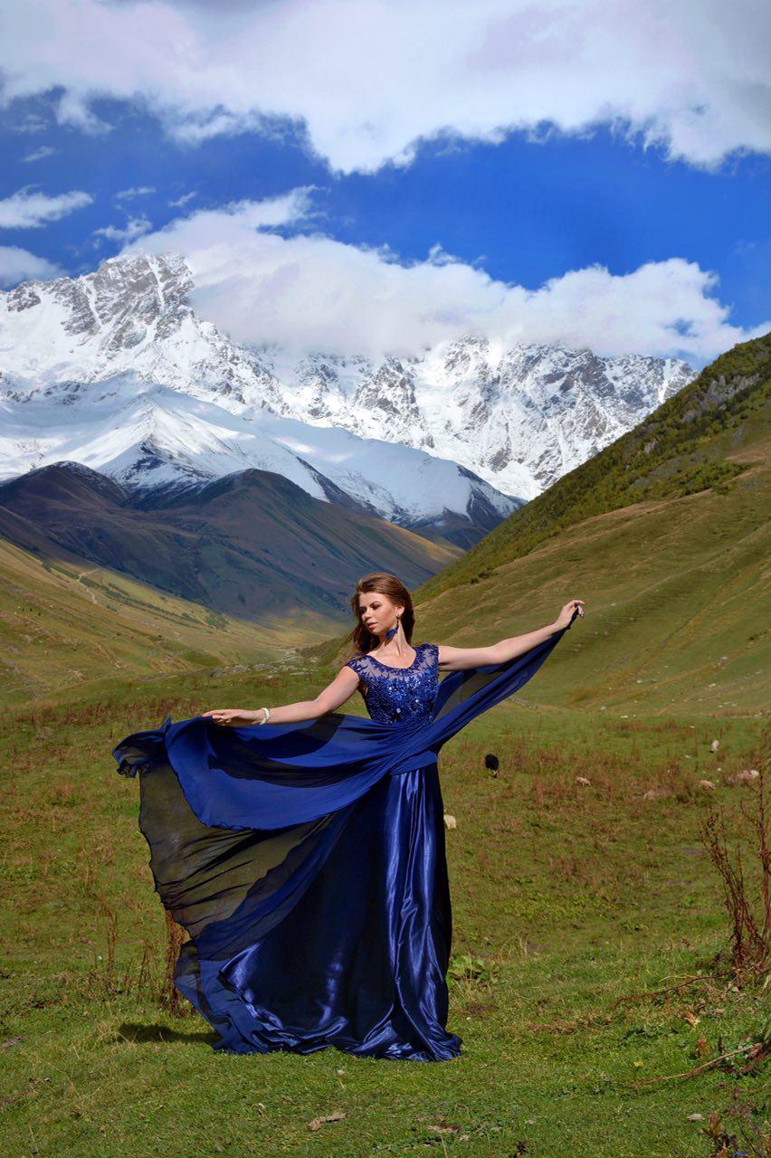 Фотосессия в платье в горах