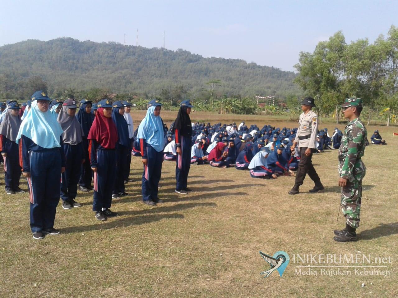 Siswa Baru SMP 1 Karangsambung Digembleng TNI dan Polisi