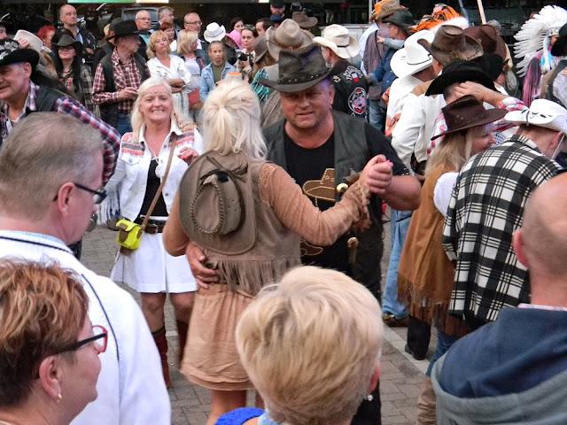 festiwal muzyki country w Wolsztynie, taniec sympatyków