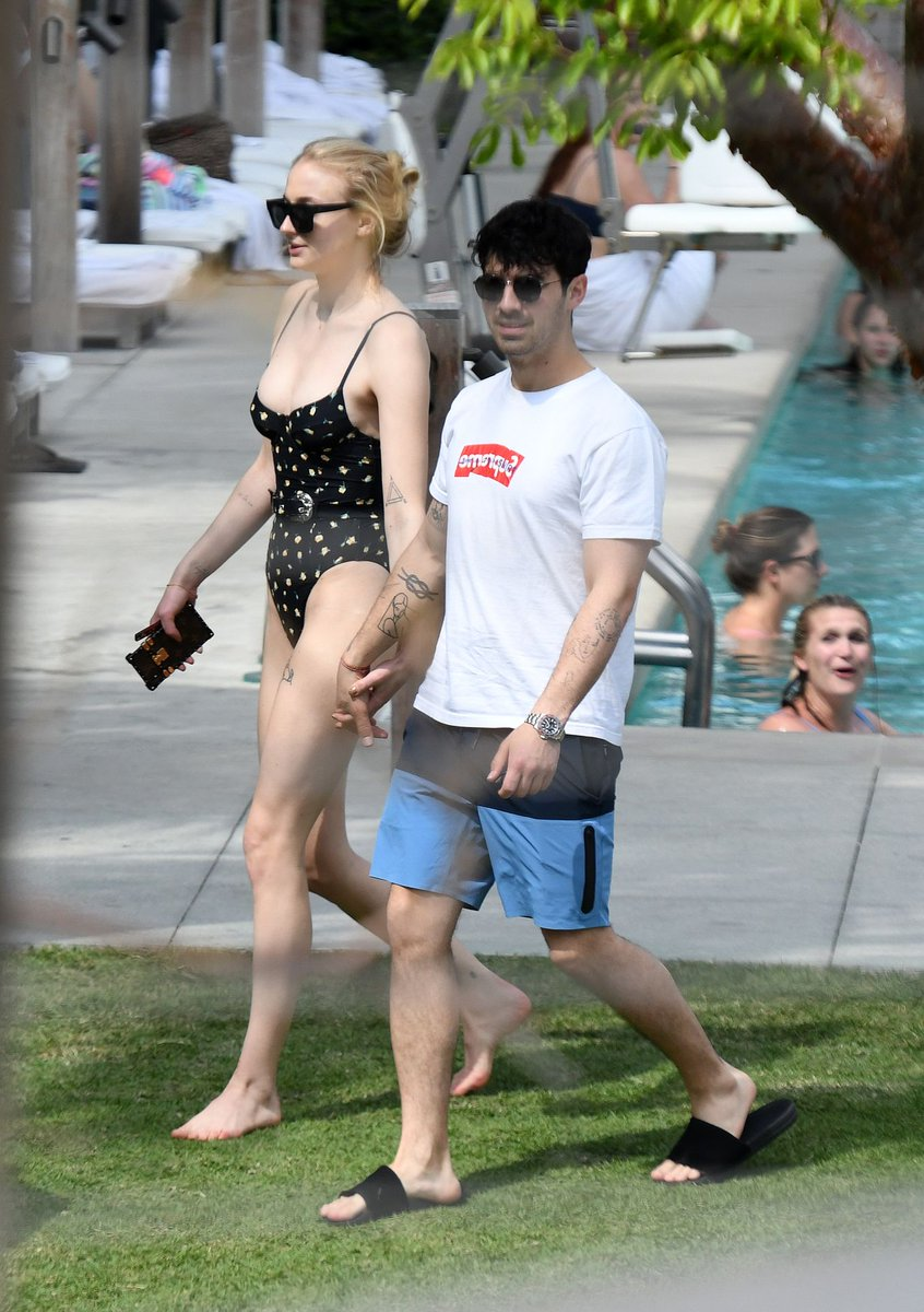 Sophie Turner flaunts impressive torso in slinky swimsuit in Miami