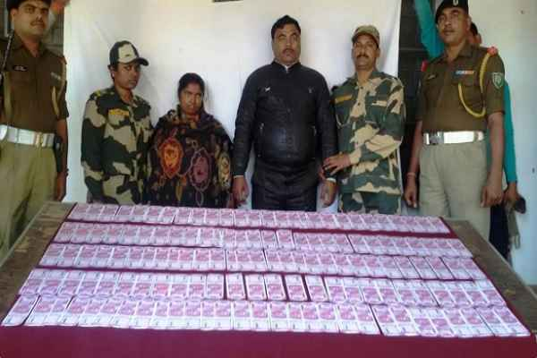 bsf-apprehended-2-person-with-2000-fake-indian-currency-image