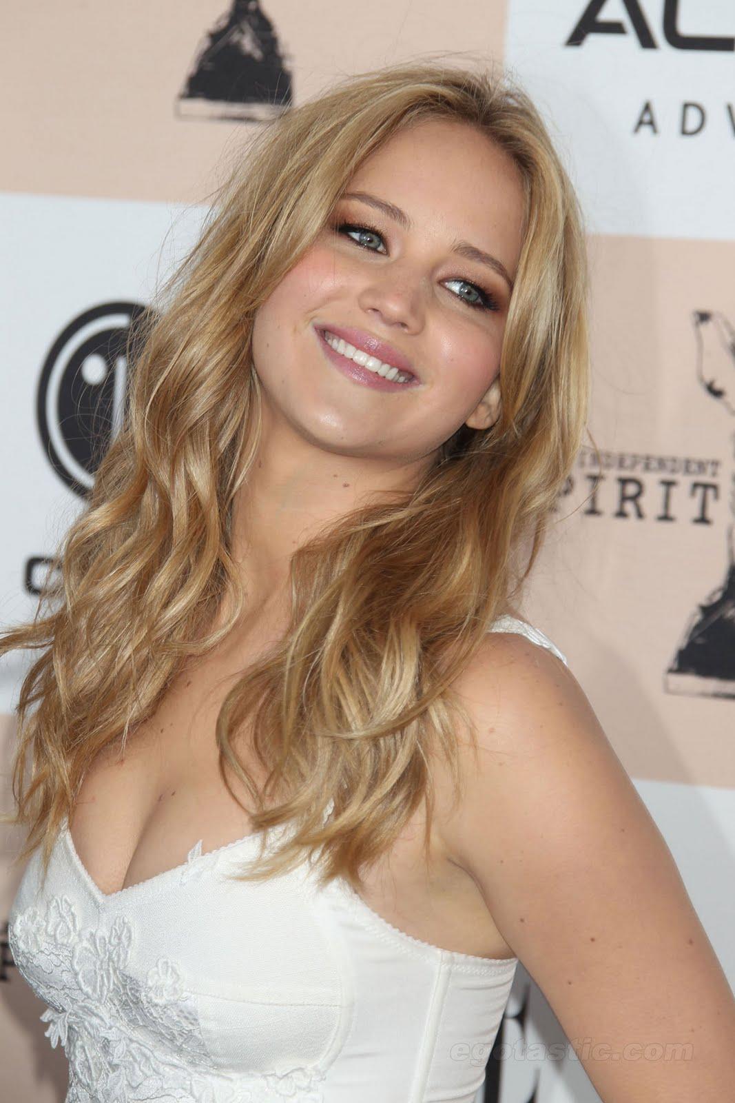 Jennifer Lawrence On Kristen Stewart   Nude Naked Pussy