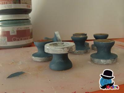 pomelli in lavorazione con primer e colore