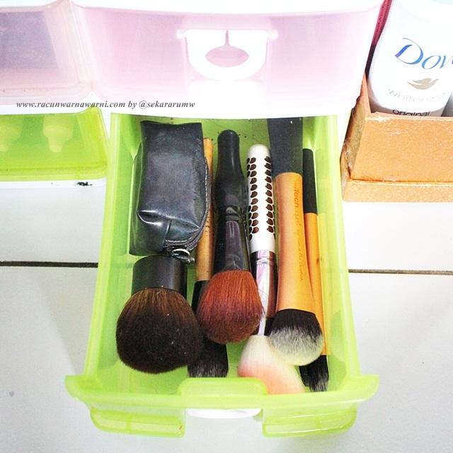 Laci Brush Bersih