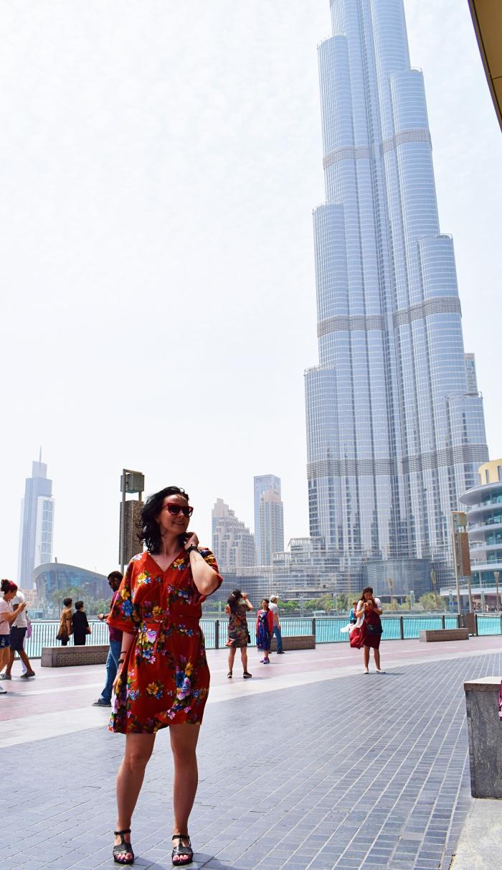 Burj Khalifa Dubaj i sukienka w kwiaty uszyta z wykroju Burda 03/2010 model 111
