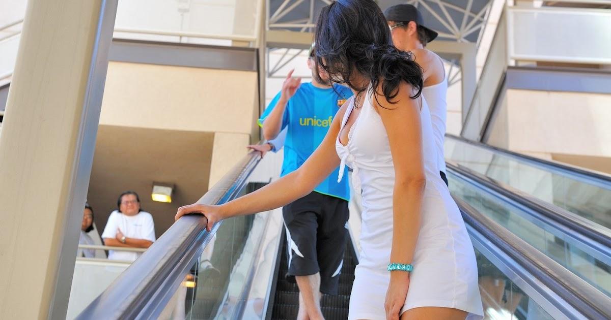 послушный, задирание платье на эскалаторе видео воспоминание стоило клиенту