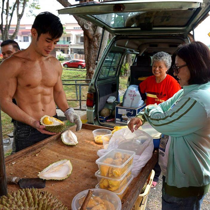 malaysia-sexy-shirtless-durian-man