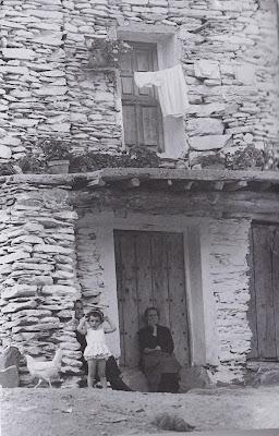 Viaje por pueblos de Almería y Granada en 1969 (repetido en 2005) Álbum de imágenes y recuerdos, de Fernando Poyatos, Francisco Acuyo