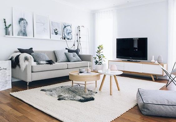 decoración de salón en tonos neutros para alquiler