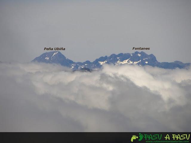 Ruta al Pico Torres y Valverde: Vista de Peña Ubiña y Fontanes desde el Torres