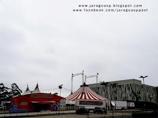 O Circo dos Sonhos está montado no estacionamento do Cantareira Norte Shopping, no bairro Jaraguá