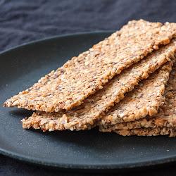 Krekeri od kikirikija sa semenkama
