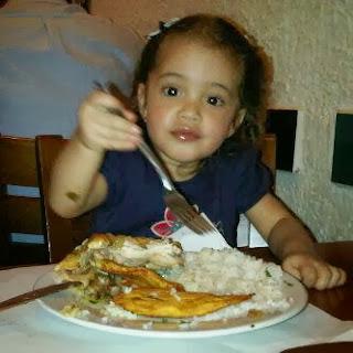 Sophia comiendo
