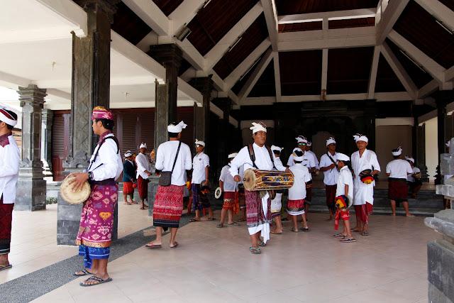 Músicos en Ulun Danu Bratan (Bali)