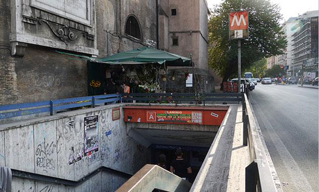 Roma, Gay Center denuncia: ragazzo insultato e preso a calci