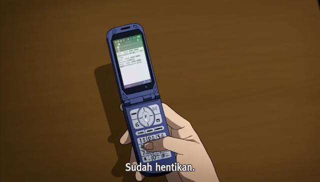 Ciri khas di anime selalu memakai hp flip/lipat