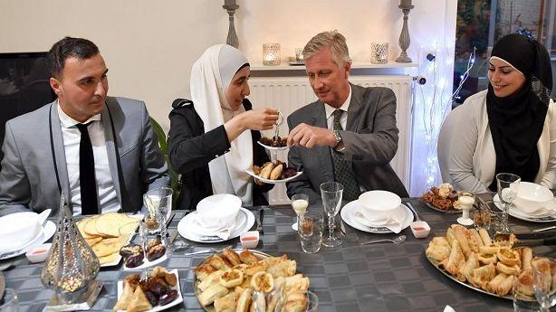 الجهوية 24 - بعد استقباله لملك بلجيكا في بيته .. إمام مغربي ينال جائزة حقوق الإنسان