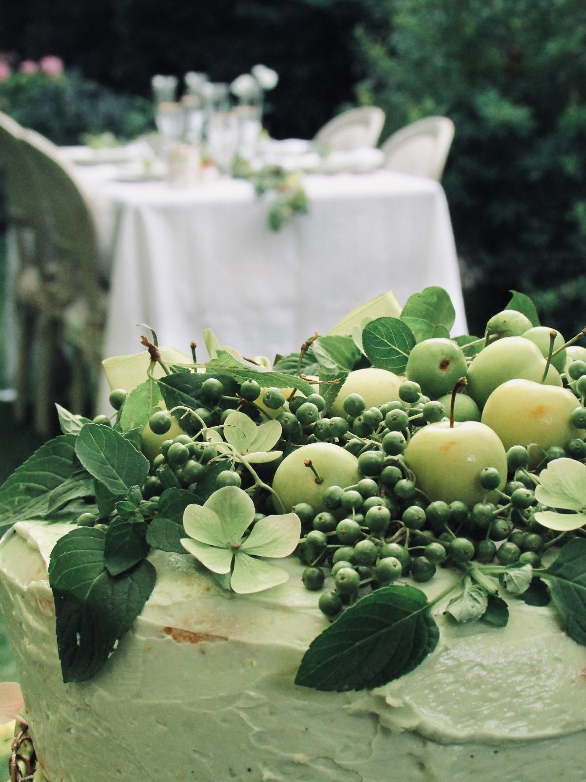 tavola elegante in giardino