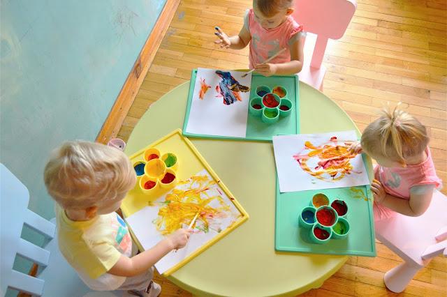 Jadalne farby dla dzieci z jogurtu i barwników