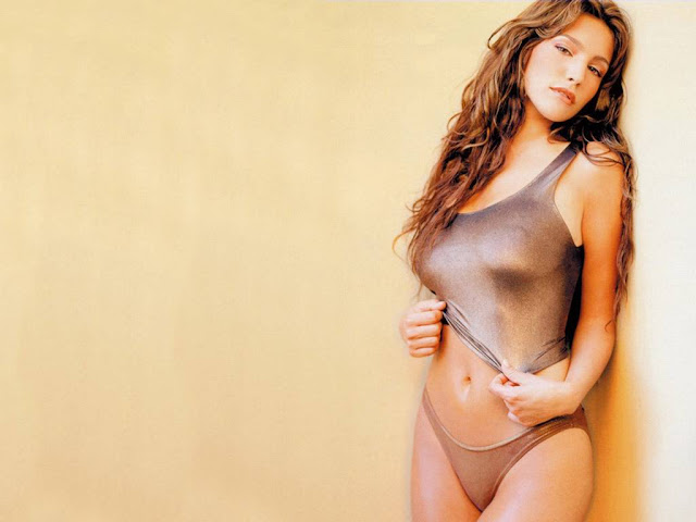 Kelly Brook gets completely NAKED in the trailer for new