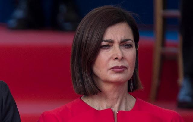 """بولدريني تصف زعماء الحكومة الايطالية ب """"النعاج""""  بسبب الاستسلام للمفوضية الأوروبية حول ميزانية 2019"""