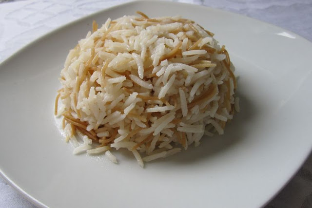 This dish is a regular in Syrian and Lebanese homes Vermicelli Rice - Ruz Ma Shayreeyeh Recipe