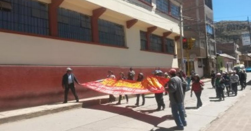 Maestros SUTEP Puno emprenden huelga indefinida pese a amenaza de descuentos